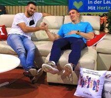 Nach getaner Arbeit: Piotr Lisek (r.) und sein Trainer